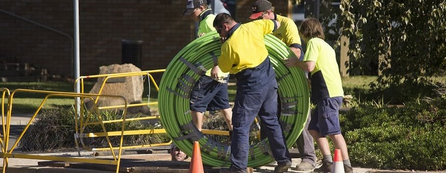 tn_NBN_Co_fibre_optic_cable_being_laid_in_Tarcutta_St_in_Wagga_(6)